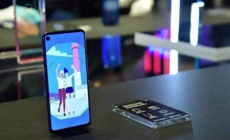 全球首款打孔屏手机三星Galaxy A8s正式发布
