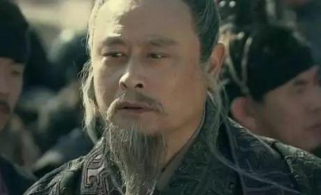 中国第一个执法者 被他的领导腰斩了