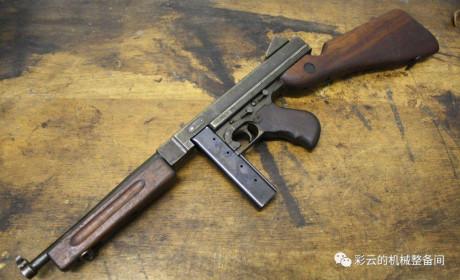 """早期汤姆森冲锋枪的""""布里希原理""""延迟后坐是如何工作的?"""