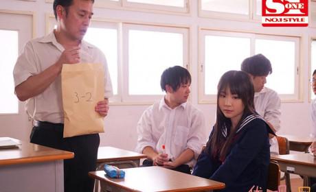 SSNI-923:美乳女生毕业前1年享受老师的个别性辅导