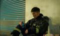 温昇豪拍《火神的眼泪》扛人爬梯 陈庭妮考EMT-1证照