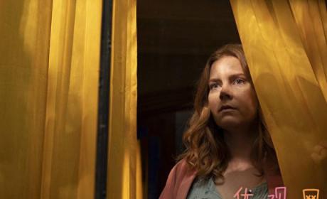 """《窗里的女人》影评 足不出户的""""宅女"""" 也能经历精彩冒险"""