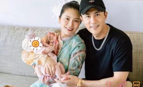 杜淳王灿为女儿办满月派对 一家三口的幸福瞬间
